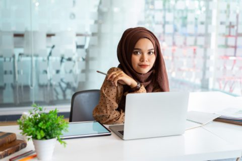 young-asian-muslim-business-woman-smart-casual-wear-business-smiling-while-sitting-creative-coworking_68339-222