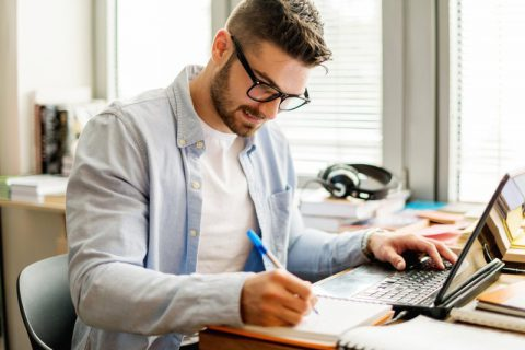 young_man_studying_at_home.width-800